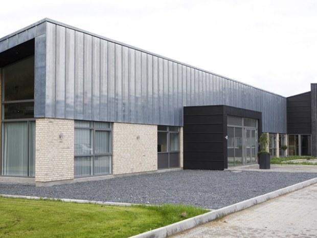 Logopaint : strømlinet kontorlandskab i glas : byggeri : byggeplads.dk