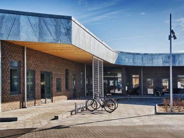 Krydset, Bydelshus - facade