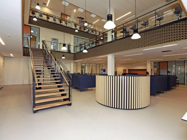 VUC Storstrøm Campus - atrium