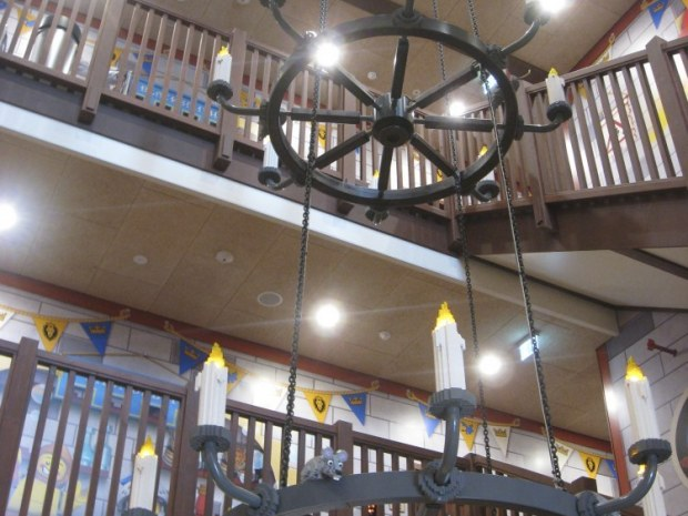 Legoland Castle Hotel - lysekrone