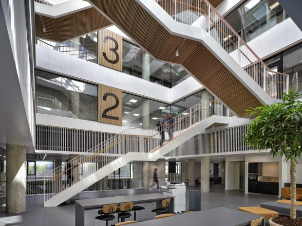 Next Vestskoven Gymnasium - atrium