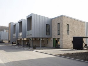 Ingeniørhøjskolen Aarhus : Lineær arkitektur i farver : Byggeri : Byggeplads.dk