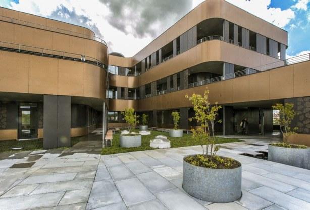 Kolding hf terrasse : foto : byggeplads.dk